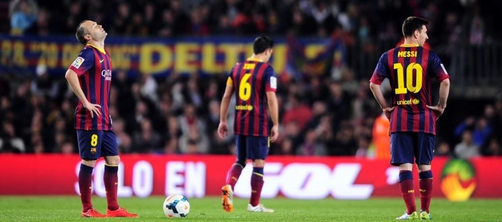 Какой количество игроков играет в футбол